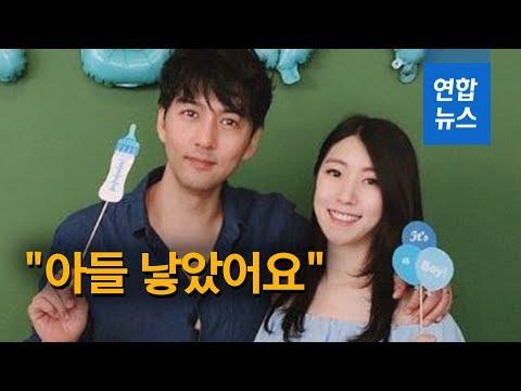 """[영상] '연애 리얼리티 1호 부부' 이필모·서수연 """"아들 낳았어요""""   연합뉴스"""