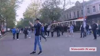 Видео Новости-N: на Соборной барабанщик играет для николаевской публики