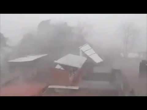 Tromba deja daños en San Luis Acatlán, Guerrero.