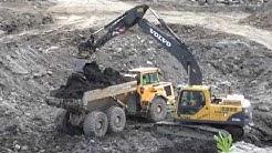 Jätteen käsittely kaatopaikalla Volvo 210B kaivinkone