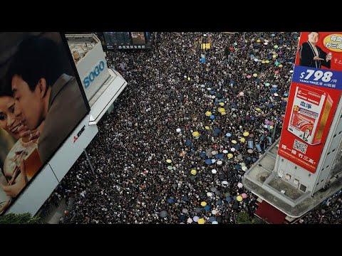 تجاوزات الشرطة الصينية ضدّ المتظاهرين تتواصل في هونغ كونغ…  - 18:54-2019 / 7 / 21
