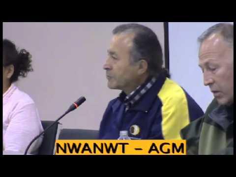 Dene Chief Bill Erasmus and RCMP Sgt. Barry Ledoux speak to N