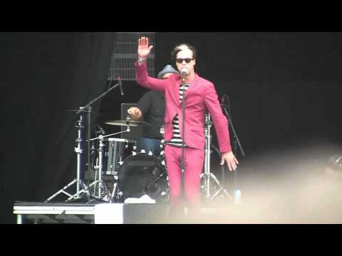 """Fitz & The Tantrums- """"Winds of Change"""" (HD) Live in Chicago on 8-5-2011"""