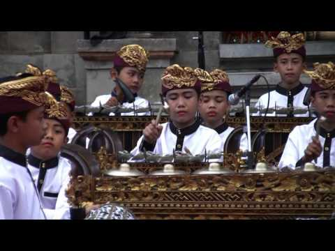 "Cover Lagu Bali Arts Festival 2016: Ceraken musik tradisional radikal, plays ""Jerebon"" STAFABAND"