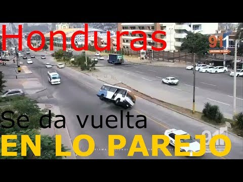 Honduras, bus de pasajeros se da vuelta en lo parejo