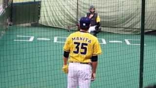 貴重な投球フォームの西武ライオンズ・牧田投手。 2015.7.26 L-F イエロ...