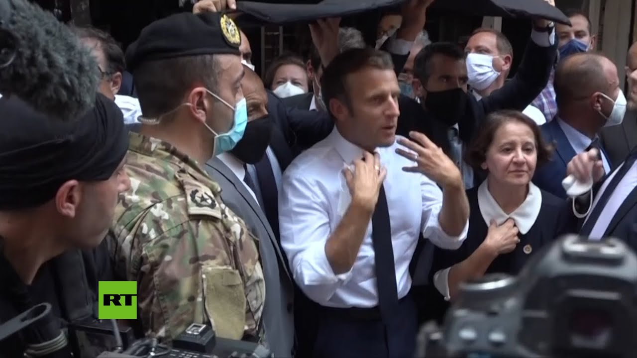 Macron consuela y abraza a los residentes de Beirut
