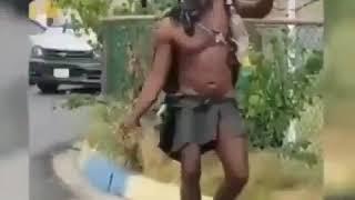 Video lucu orang gila joget bikin ngakak
