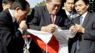 鳩山首相、訪韓 恒例の日の丸引き裂きでお出迎え