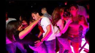 Как танцевать в клубе. Ничего сложного.