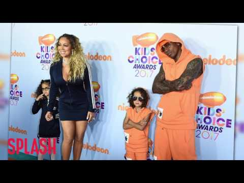 Mariah Carey and Nick Cannon Play a Picture Perfect Family on Red Carpet  | Splash News TV