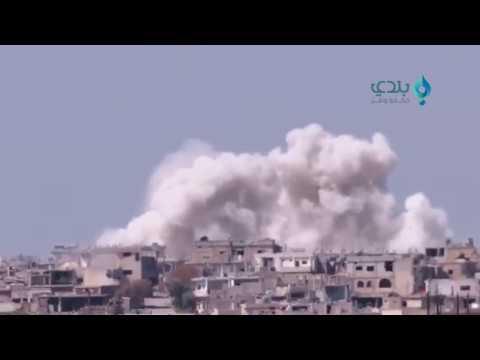 لحظة استهداف الطيران المروحي بالبراميل المتفجرة أحياء درعا المحررة 2017/3/27