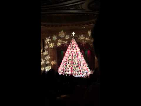 Mona Shores Singing Christmas Tree - YouTube