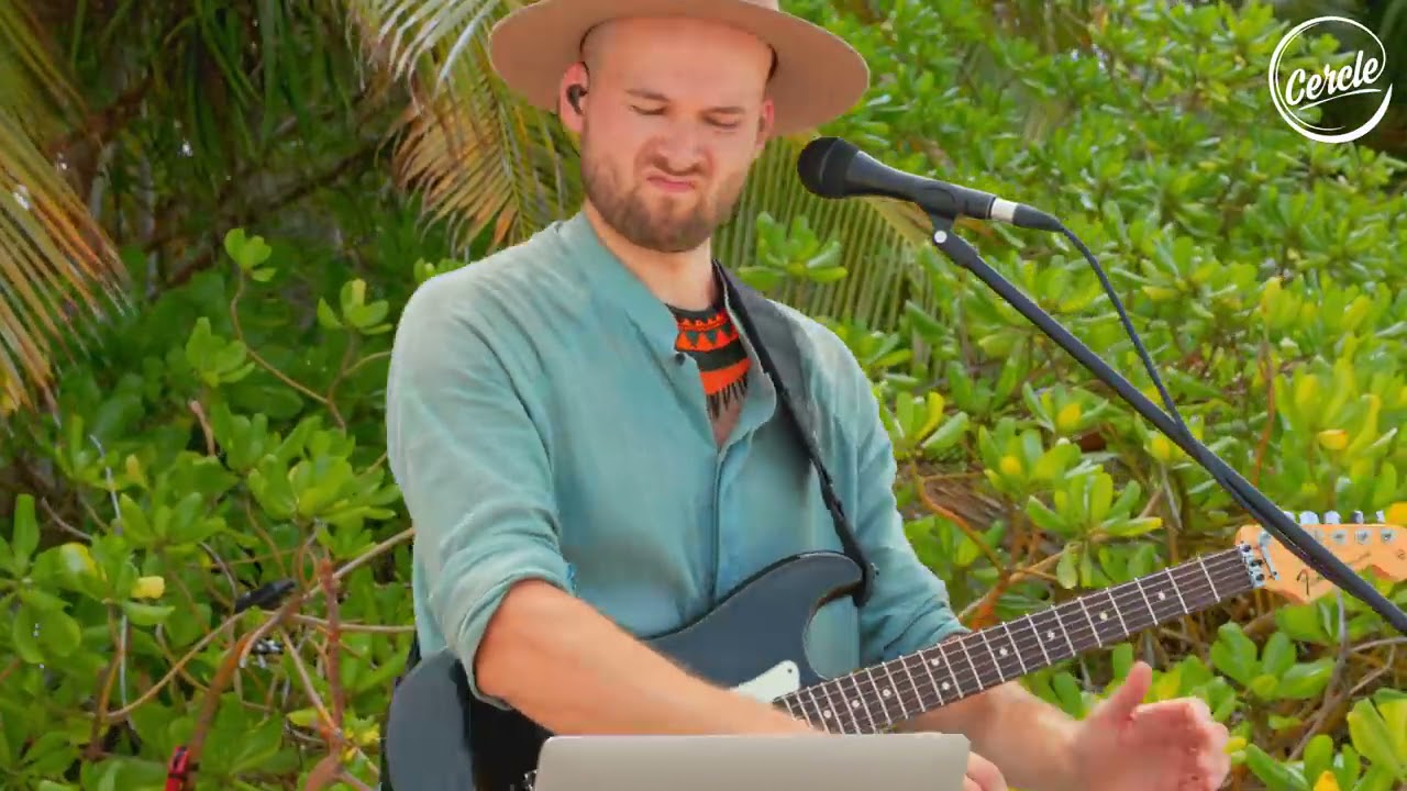 Download Monolink live at Gaatafushi Island, in the Maldives for Cercle and W Hotels