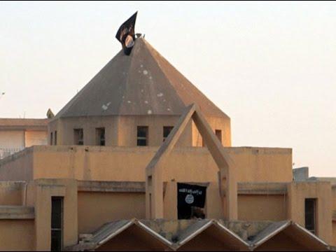 أخبار الان -  صور حصرية تظهر افراد داعش وهم يقومون بتحطيم مقتنيات كنيسة البشارة