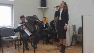 Emanuela Hiticas - La Tronul Tau [LIVE]