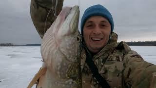 Приехал в НОВОЕ МЕСТО и прозрел ЩУКА на ЖЕРЛИЦЫ Зимняя рыбалка 2021