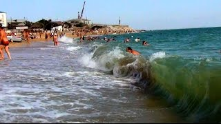 Городской пляж Махачкалы, волны Каспийского моря  Caspian sea