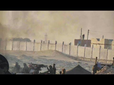 شاهد: المغرب يقيم جدارا ترابيا على الطريق مع موريتانيا في الصحراء الغربية…