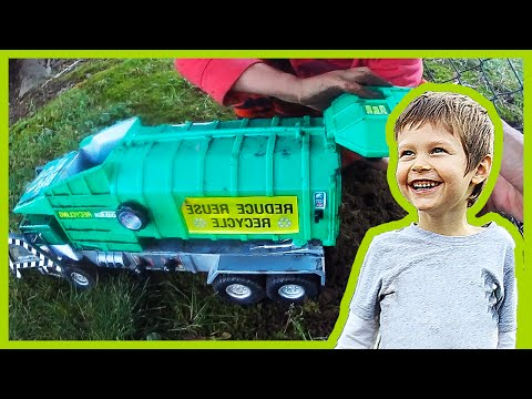 Toy Recycling Truck Recycles Moss