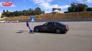 Проверка систем безопасности Mercedes-Benz(В компании Mercedes-Benz готовы перейти на автопилот. Но электронные помощники водителя работают только в опреде..., 2016-09-26T05:59:08.000Z)