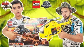 ДРУЗІ В КЛІТЦІ З ДИНОЗАВРАМИ! Тато Роб і Ярик збирають конструктор Лего Jurrassic World! Частина 1