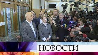 С Украины, где сегодня проходят выборы президента, приходят сообщения о десятках нарушений.
