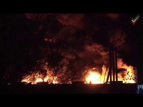 Großbrand und Explosionen in Chemiefirma in Witten - Rauchsäule weithin sichtbar