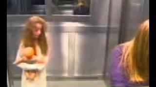 Strašenje  - grozljivka v dvigalu