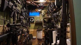 我が家の武器庫です。 あまり使ってないトイレの内装を自分でリフォーム...