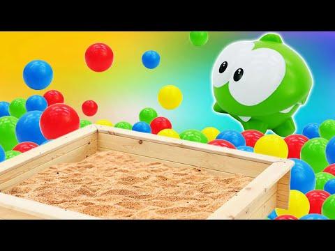 Видео для малышей— АмНям прячется вбассейне сшариками,впесочницеи в пене! — Ищем игрушки!