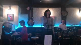 2015/12/23 カフェドジェームにて 歌 中井ひさ ピアノ 溝川ゆみこ ドラ...