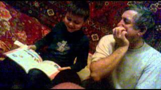 Сережка делает уроки с папой.