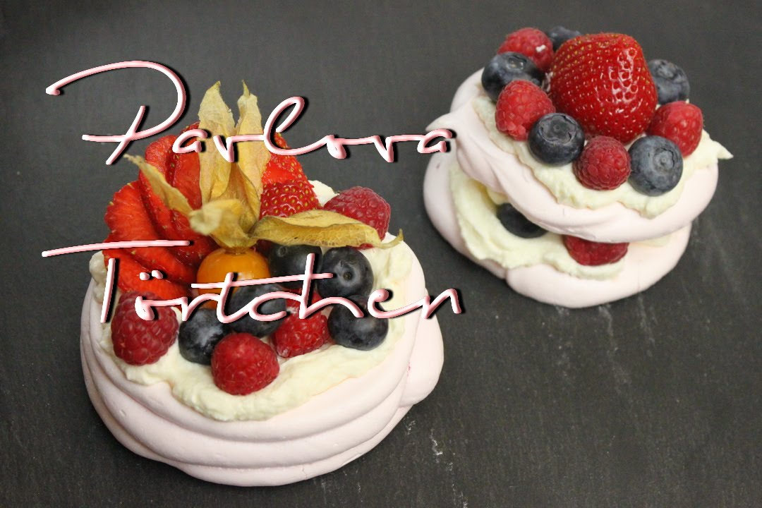 Pavlova Rezept  Kleine Pavlova Torte in rosa  2