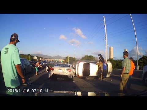 Oahu Highway 1 pile up