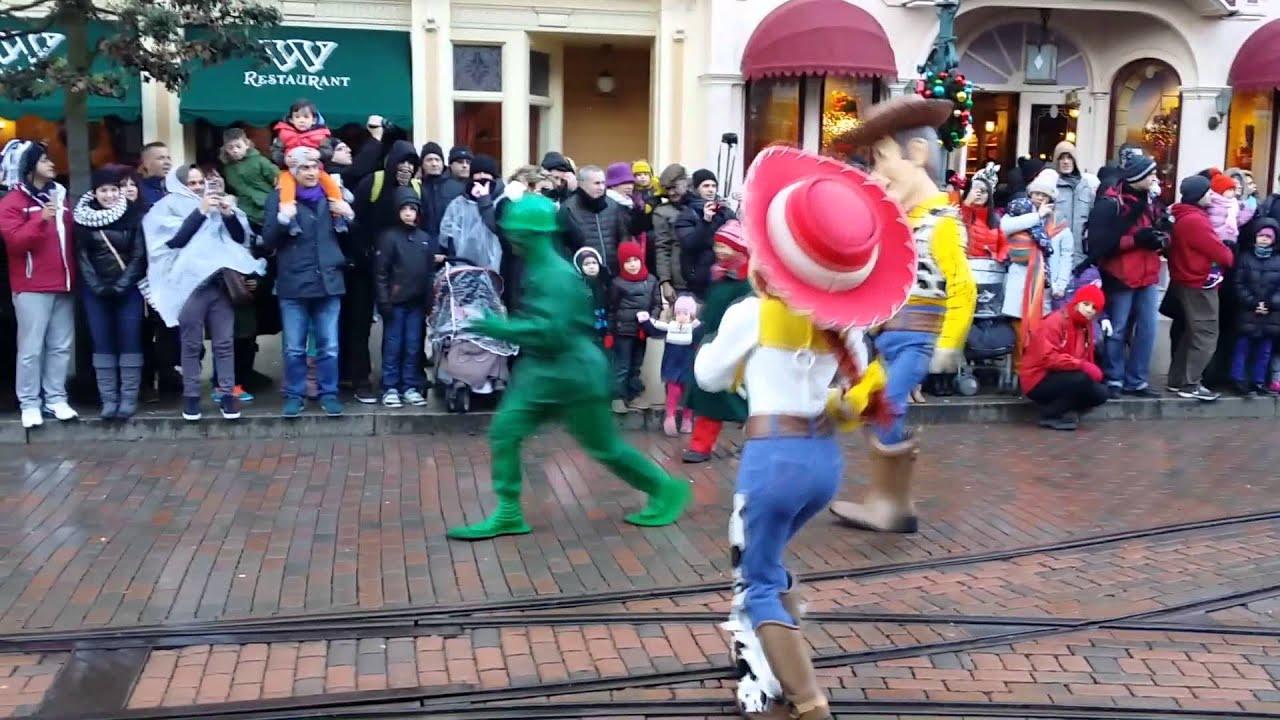 Disneyland Paris - Woody & Jessie Dancing during the ...