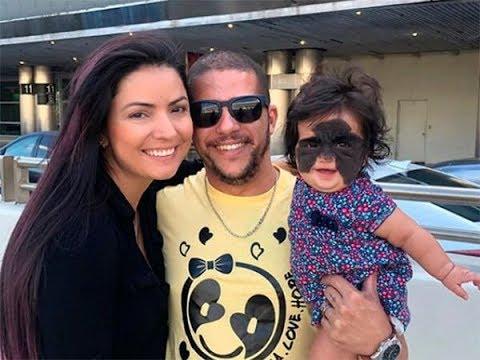 В Краснодар из США прилетела мама с девочкой с огромным пятном на лице