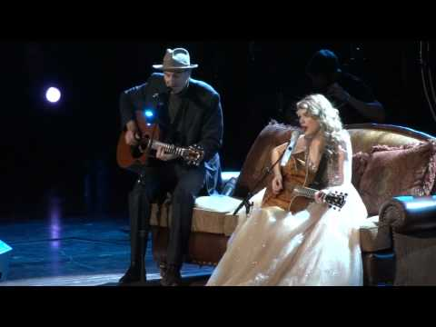 Taylor Swift and James Taylor perform