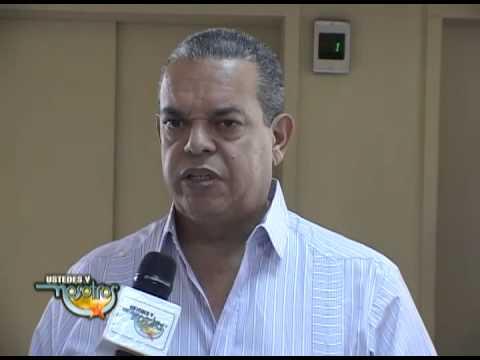 Personalidades opinan sobre muerte Francis Santana en Funeraria Blandino, Santo Domingo.