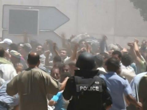 Raw: Tunisia Closes Borders With Libya