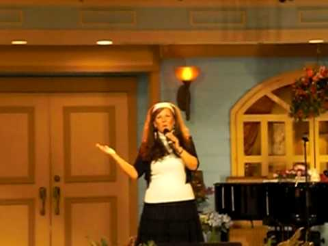 Cathy Reynolds sings Four Days Late at Jim Bakers Mornignside Branson Mo