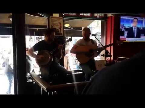 Live music at The Quays Pub in Dublin Ireland