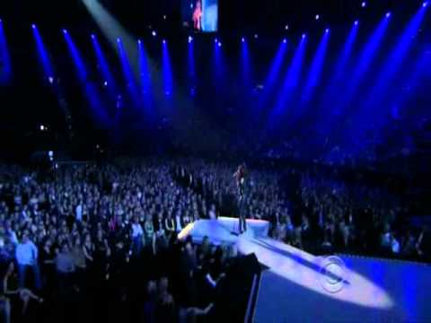 Sara Evans - A Little Bit Stronger - Live at the 46th ACM Awards 2011