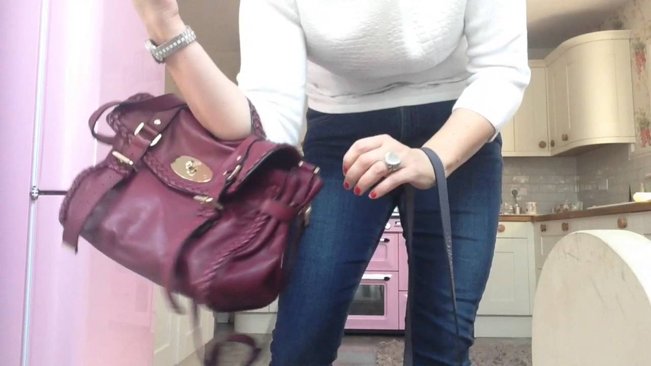 Mulberry alexa bag review how to carry it and what it looks like been worn  regular   mini alexa bag 8bc5e0e965182