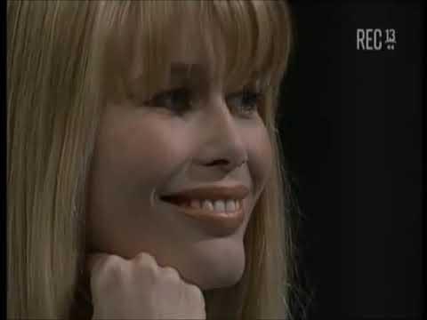 """claudia-schiffer-en-""""noche-de-ronda""""-(1997)."""