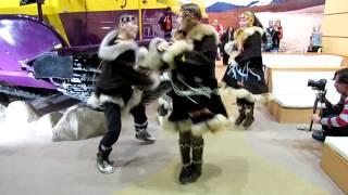 Чукчи танцуют на выставке(, 2013-02-28T13:17:45.000Z)