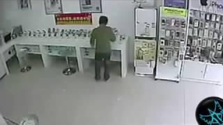 Stupidest Thieves -3- (Şansız Hırsızların Başına Gelenler)