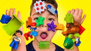Pretend Play Lego hands - ليغو تعلق في وجه شفا !!!