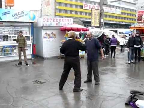 Кишинёв / танцоры на автовокзале