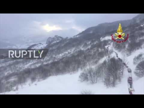 Italy: Heli-footage shows rescuers battling snow to reach avalanche-hit hotel